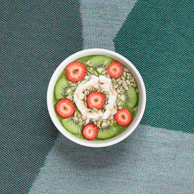 Grab For The Love Of Greens and start your morning with this sexy smoothie bowl. 😍  Ingredients Cedar: For The Love Of Greens Bananas Strawberries Kiwis Sunflower Seeds Coconut shavings Blend the bananas with the juice for a thick smoothie. Cut up the strawberries and kiwi and combine with sunflower seeds and coconut shavings for toppings.  #smoothiebowl #coldpressedjourney #coldpressed #coldpresssedjuice #cedarjuice #juicedetox #greenjuice #drinkyourgreens #healthylifestyle #healthspo #goodhabits
