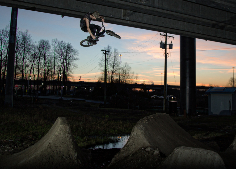 BSD FOREVER SHREDDER DAVE LALIBERTE BOOSTING THE QB DIRT DURING A WINTER SUNSET SESSION