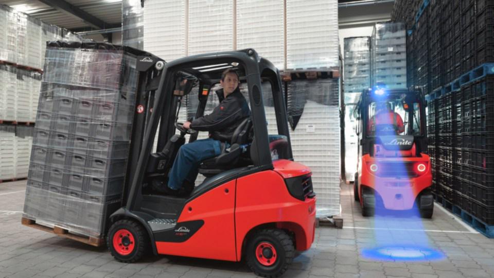 ic_truck-moving-manufacturing-4208_482_16x9w960-blue.jpg