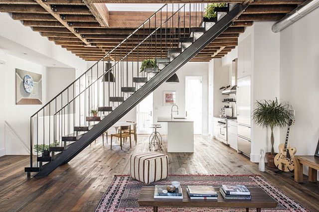 Jaw-dropping transformation of a Williamsburg townhouse into a loft-like home by the inimitable @elizabeth_roberts_architecture 🙌