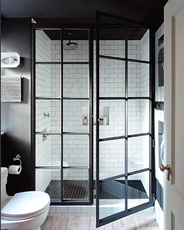 Steel casement shower doors: ingenious || #interiordesign by @jennywolfinteriors & photo via @luxemagazine