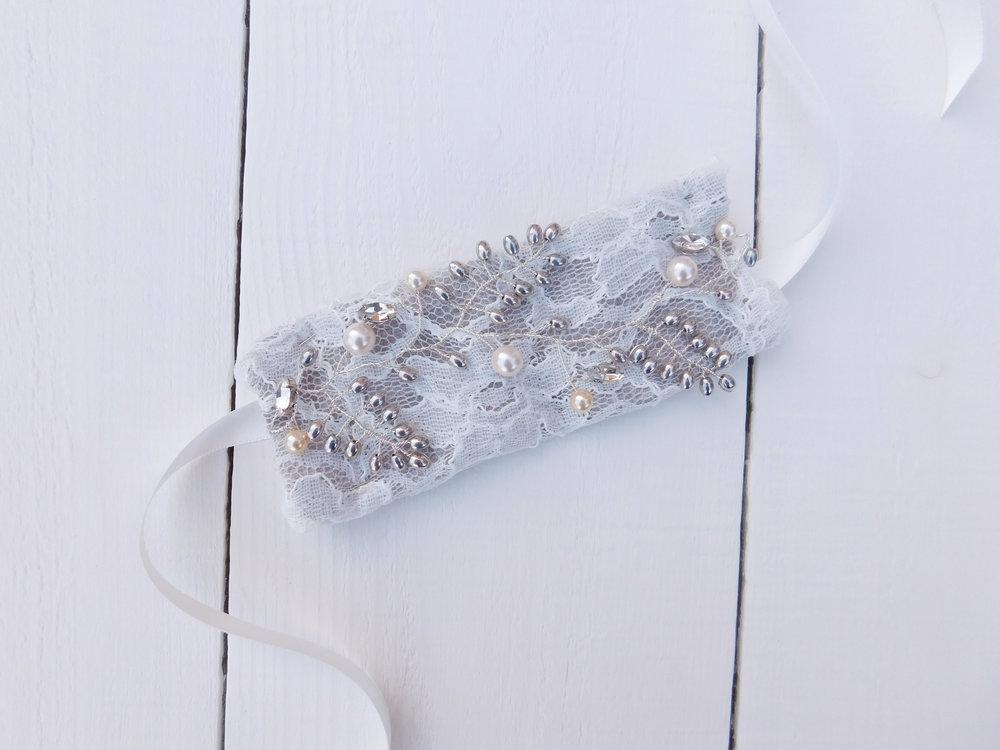 The  Elizabeth vine , transformed into a bridal cuff