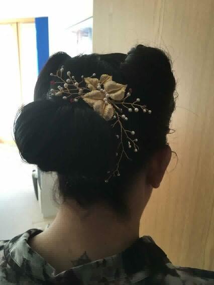 Laura + hair vine and vintage style.jpg