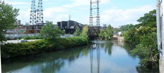 Amtrak bridge over the Bronx River. Photo: Jim.henderson (Own work) via Wikimedia Commons