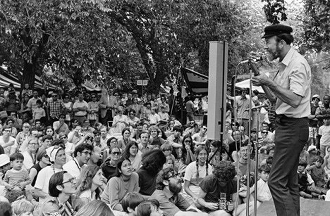 Pete Seeger performed before an enchanted crowd on the first Earth Day, April 22, 1970. Via the Smithsonian.