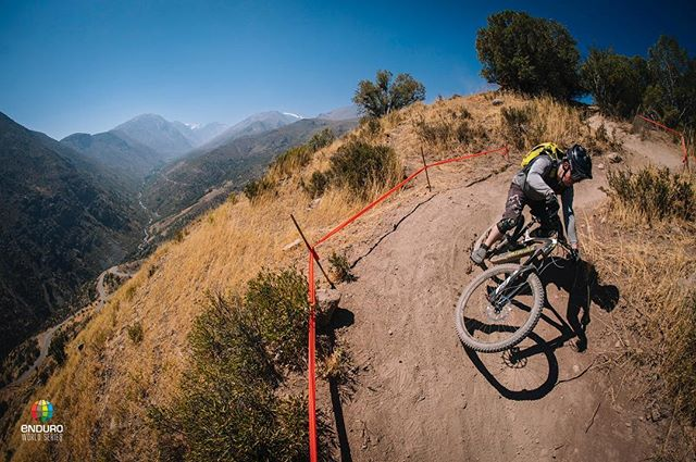 🇨🇱 Round one of the @world_enduro in Chile is heating up! Enjoyed media recce yesterday 🤙📸@duncanphilpott #worldenduro #ews #chilemtb #enduro #mediasquid