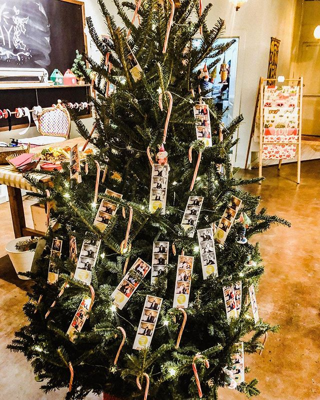 Look at this cute lil' tree at @tbtsun grand opening last night 😍💛🎄 photo strips are the perfect decorations 😉