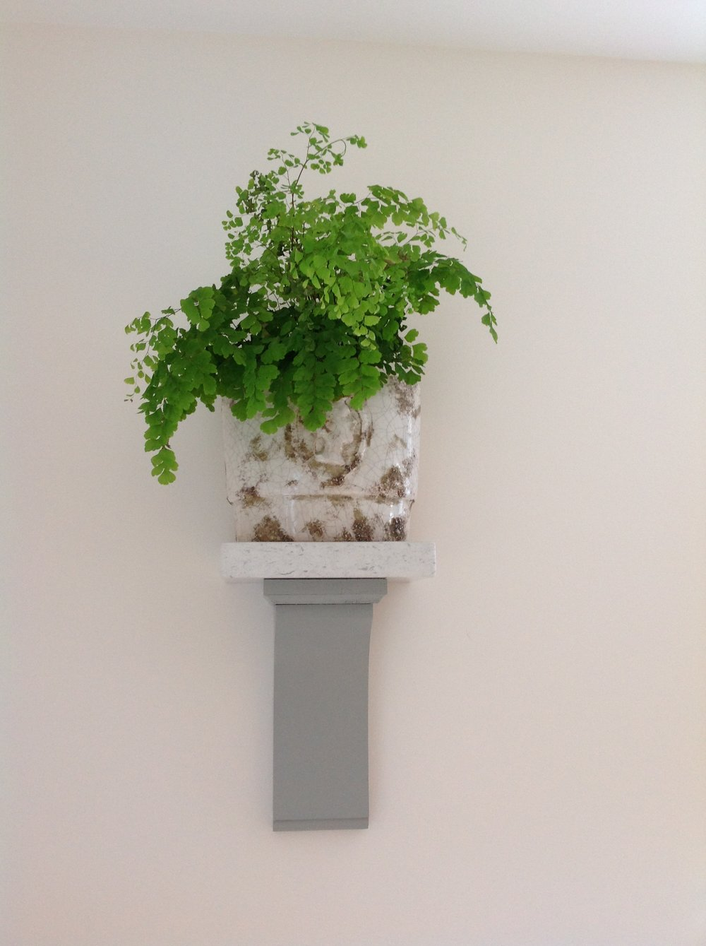 Burbridge Erin Kitchen corbel with house plant