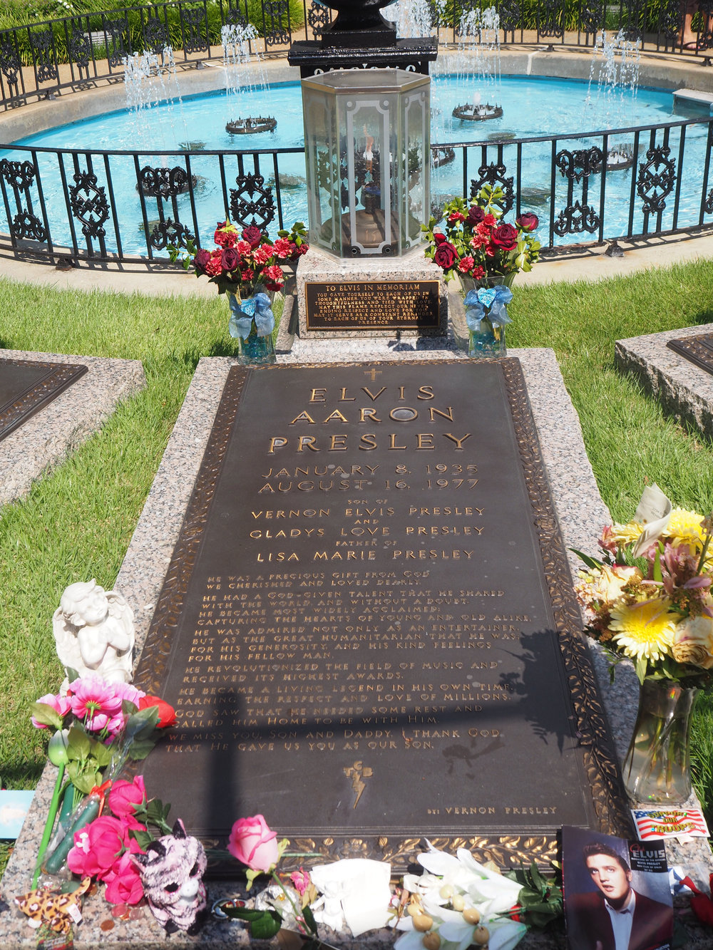 Elvis Presley | Graceland | Memphis, Tennessee.  Elvis Aaron Presley's grave. Click to see more pics.