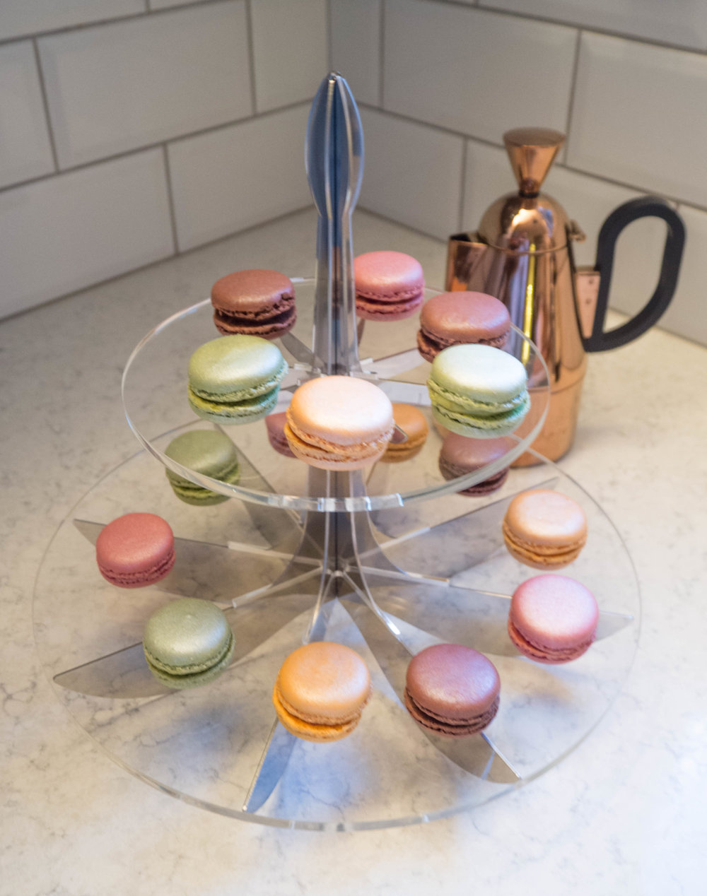The be&liv lily cake stand