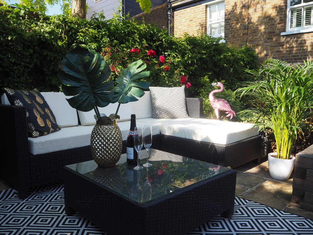 Indoors outdoors! Our garden with garden rug and garden cushions.
