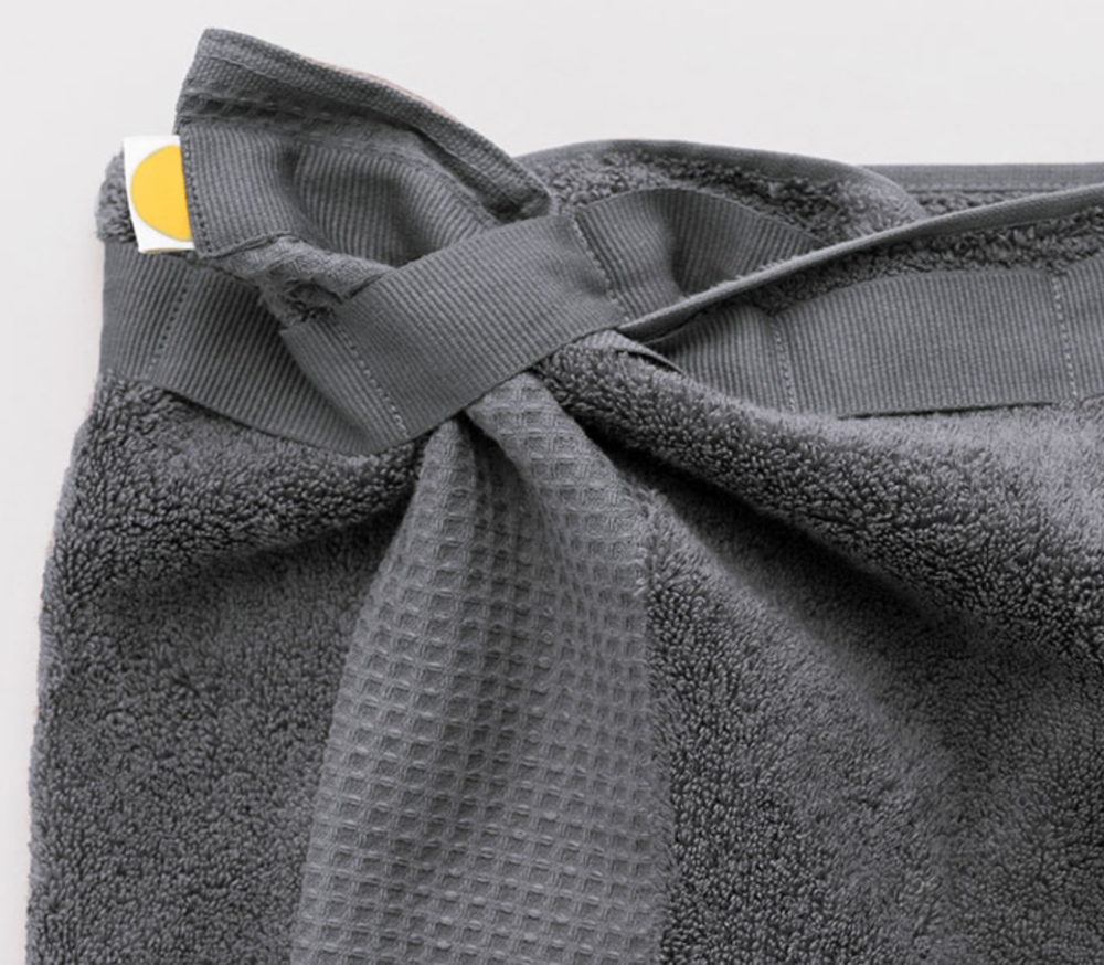 Eve Towel innovative fastening