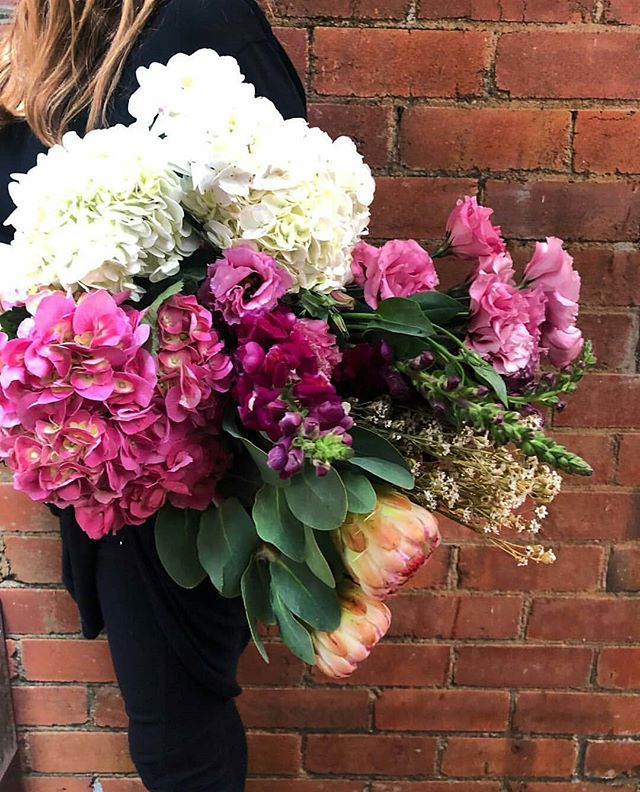 Order now for Mother's Day this Sunday 13th May. Call our store on (02)66871547 or go online to www.theflowerbarbangalow.com.au to make sure your mum gets spoilt this Mother's Day 💗💗 #love #theflowerbarbangalow #byronbay #delivery #dailydelivery #bangalow