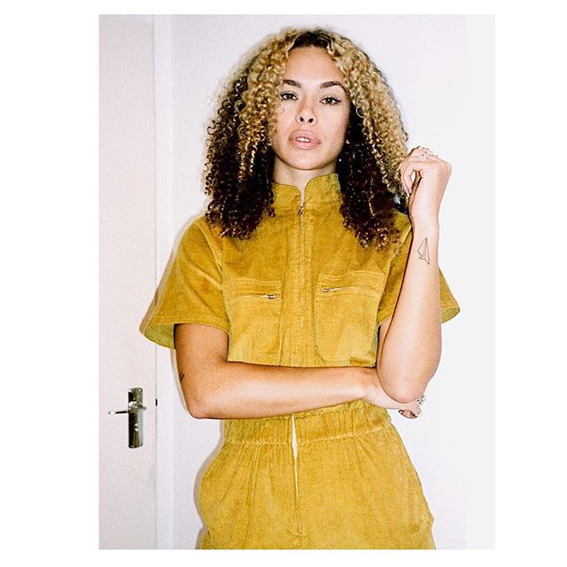 💛FAVE BAE💛 Our gorgeous pal @emeraldroselewis in our 🍌Brooke Boilersuit🍌 We've only a few of these babies left on our site! #snaponeup while you still can 🙌🏻💛