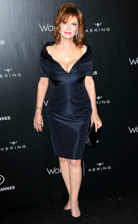 Susan Sarandon WOWS in Navy showing off ample cleavage Y E S !!!