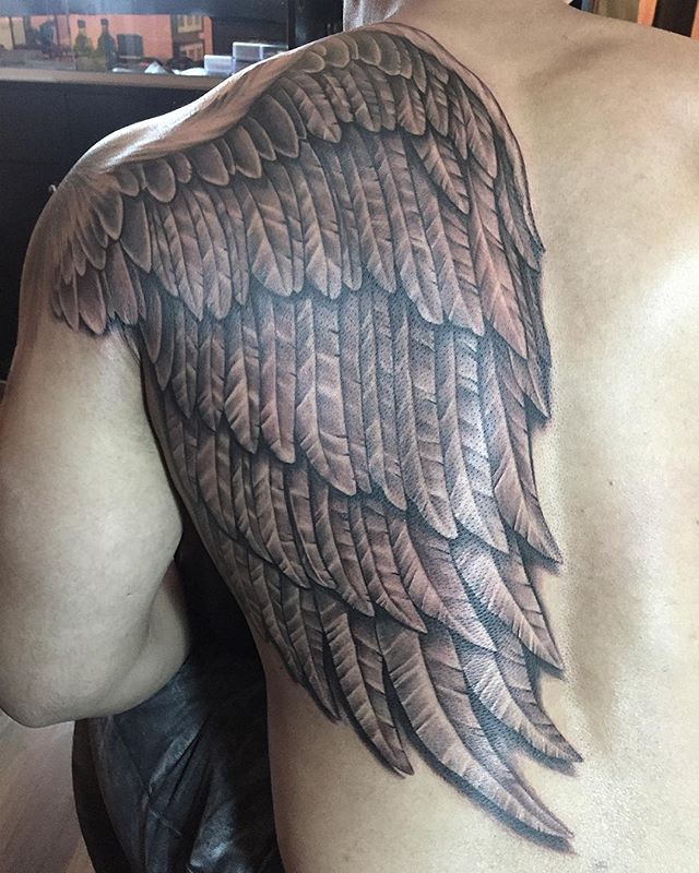 Half back freehand wing continued from a shoulder tattoo in a 6hrs sitting. He sat like a champ!  Pls follow me on Instagram if u like my work. instagram.com/joseph_visual_orgasm 🙏 #VisualOrgasmTattoo #tattoo #tattoomagazine #blackandgrey #freehandtattoo #singaporeartist #customtattoo #ink #inked #eikon #tattooartistmagazine #singaporetattoo #wings #tattoolife #healedtattoo #sullen #halfback #skinartmag #supportgoodtattooing #tattooart #support_good_tattooing #inkedmag #ionneedles #crazyytattoos #tattoodesign #mindblowingtattoos #inkcoholics #savepaperinkmetattoo #tattoorevuemag
