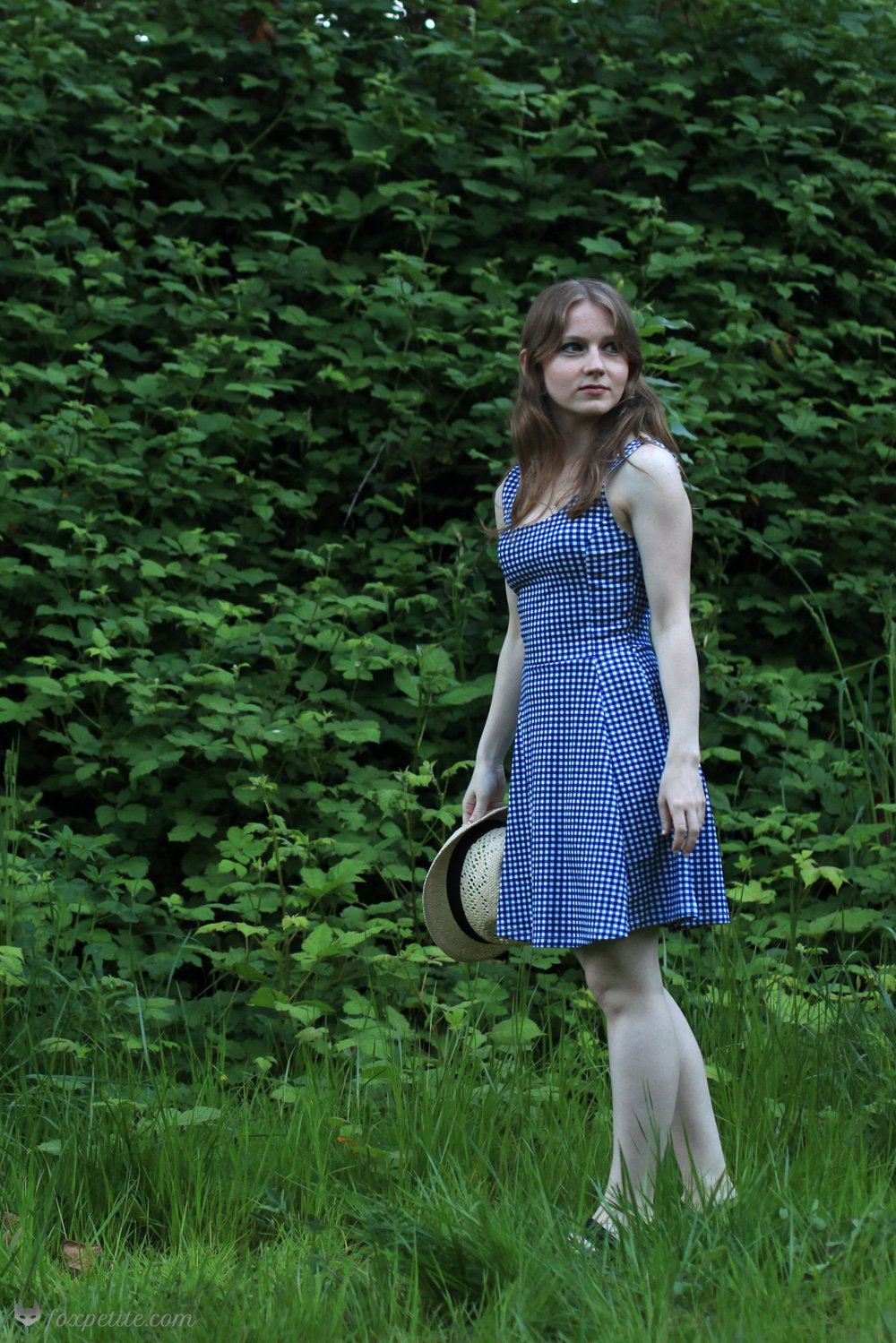 Fox Petite - H&M Jersey Gingham Blue Dress and Straw Hat full view - petite friendly sizing!
