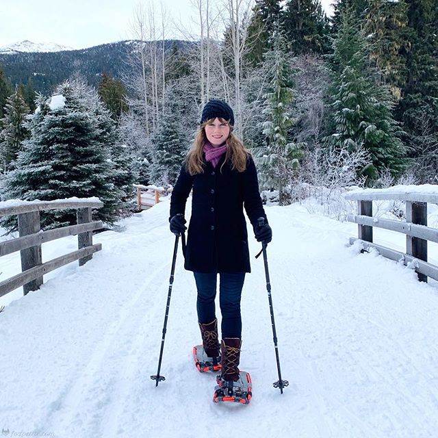 Finding snowshoes that fit my small feet turned out to be easier than I thought! More about my experience up on the blog at foxpetite.com . . . #petitelife #shortgirllife #petiteblogger #petiteblog #petitefashion #petitetips #petitefashionblog #petitestyle #petites #petitegirl #smallfeet #smallshoes #ihavesmallfeet #shortgirlproblems #shortgirlprobz #petitesize #newblogpost #petitefeet #newfashionblogpost #snowshoes #winterstyle #winterfashion #petiteworkout #petiteworkoutclothes #aritzia #paige #liveinit #shortgirl #burton #timberland
