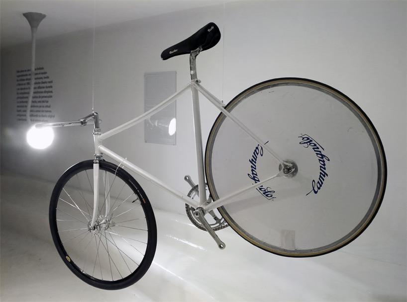 01_cyclists-traces-bike-exhibition-mexico-city-fernando-romero-designboom-07.jpg