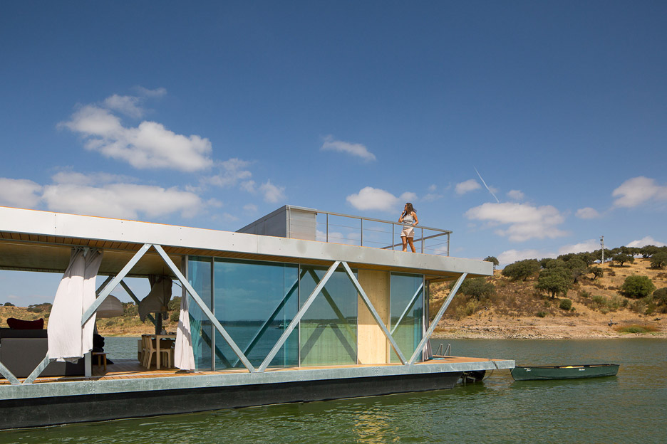 Floating-House_Friday-SA_Jose-Campos_dezeen_936_4.jpg