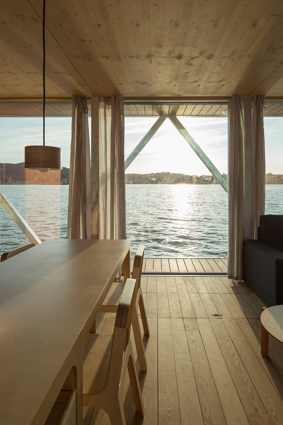 Floating-House_Friday-SA_Jose-Campos_dezeen_936_16.jpg