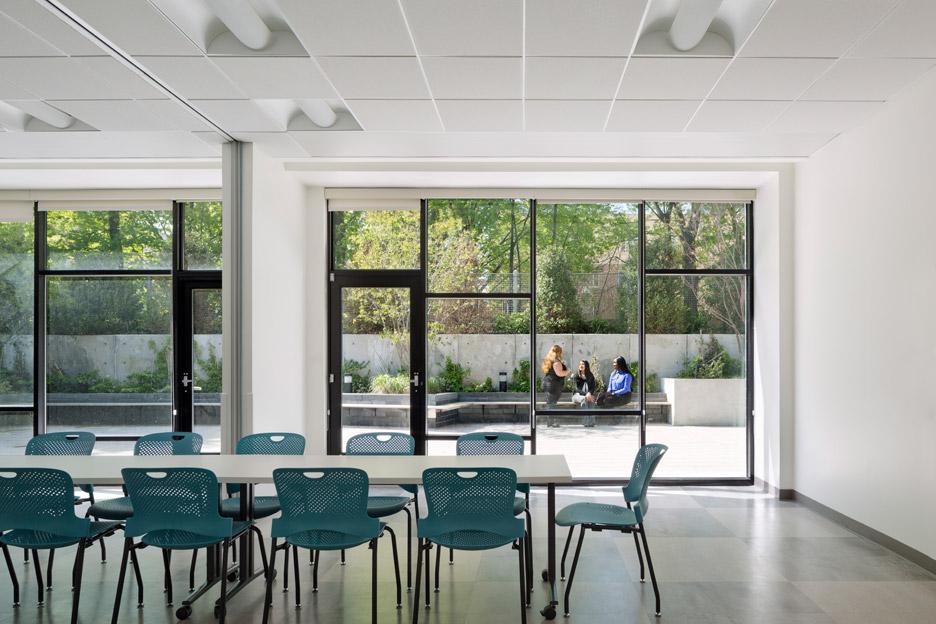 boston-road-housing-gorlin-architects_dezeen_936_12.jpg