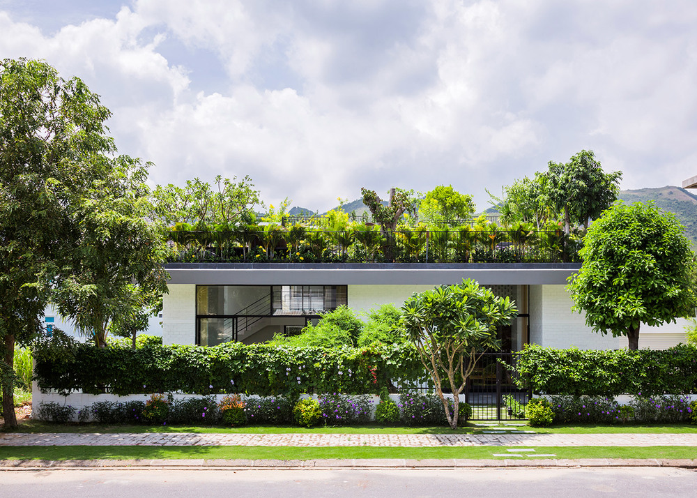 house-in-nha-trang-vo-trang-nghia-masaaki-iwamoto-vietnam-photographer-hiroyuki-oki_dezeen_1568_2.jpg