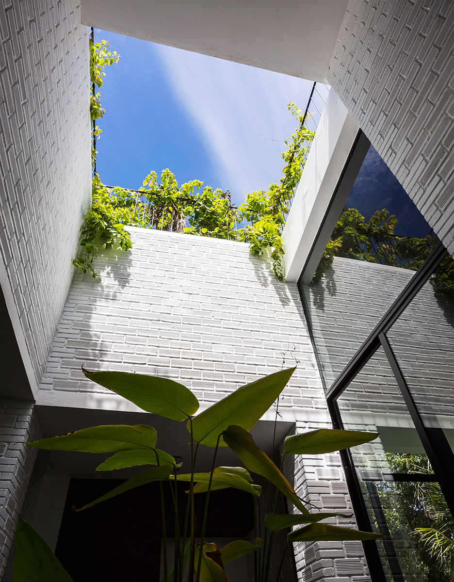 house-in-nha-trang-vo-trang-nghia-masaaki-iwamoto-vietnam-photographer-hiroyuki-oki_dezeen_936_12.jpg