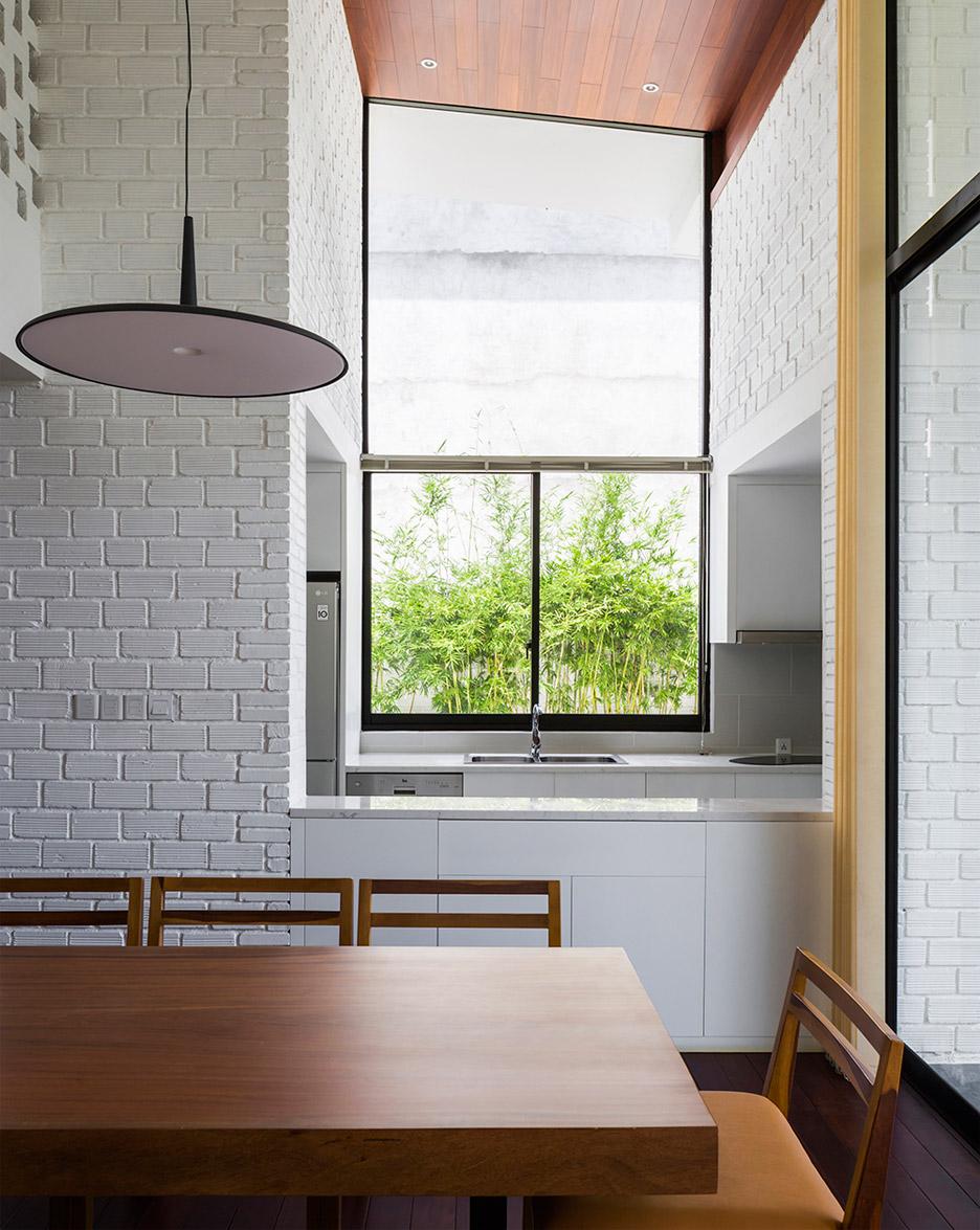 house-in-nha-trang-vo-trang-nghia-masaaki-iwamoto-vietnam-photographer-hiroyuki-oki_dezeen_936_9.jpg