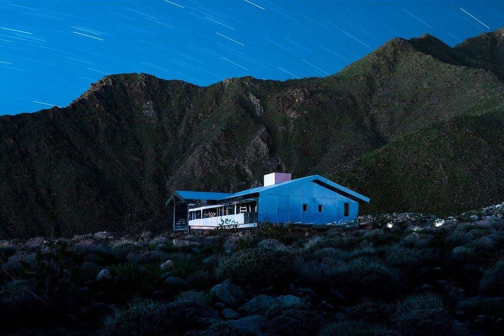 doug-aitken-mirage-mirrored-sculpture-cabin-palm-springs-california-7.jpg