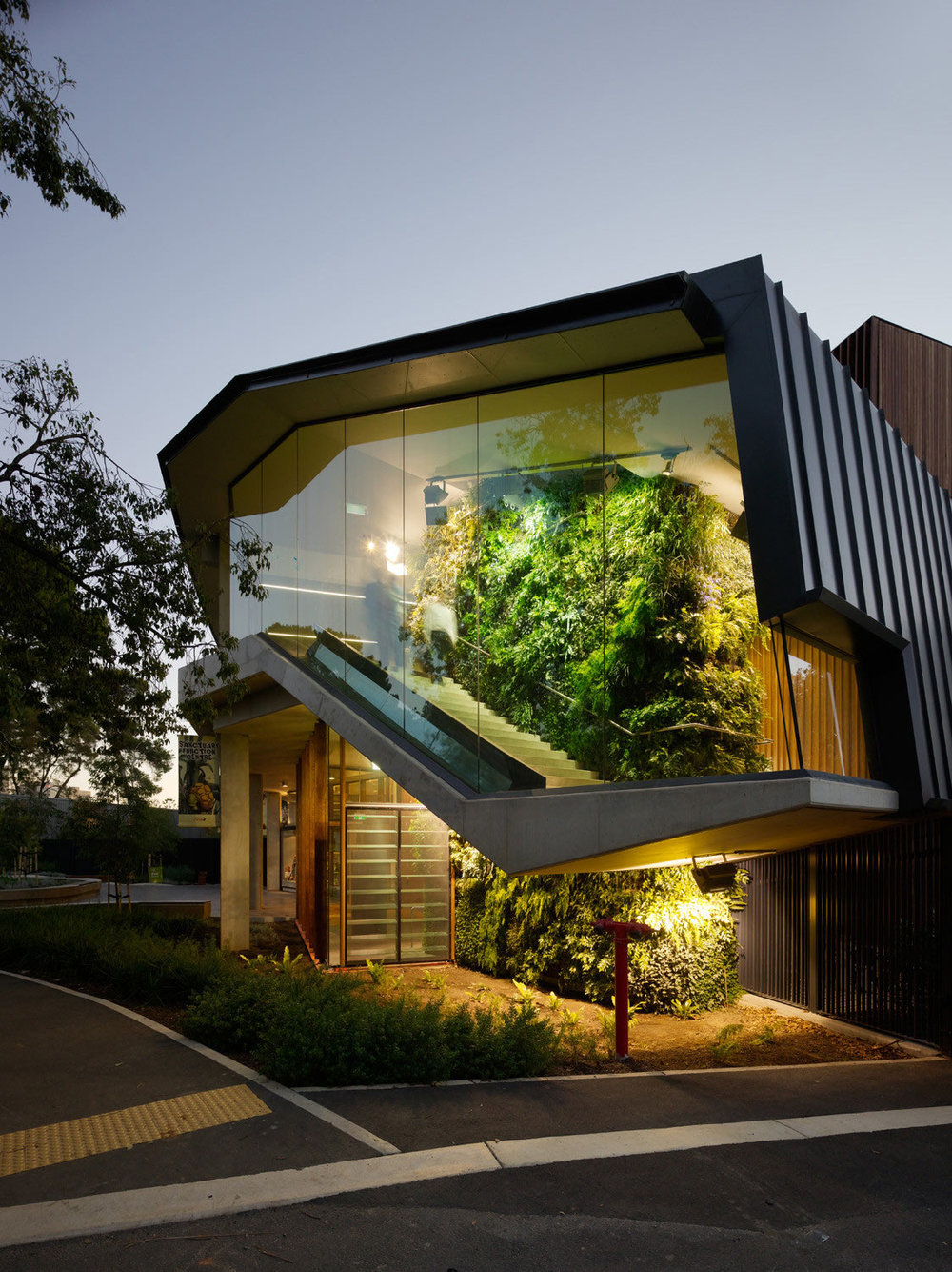 Roundup-Living-Wall-9-Adelaide-Zoo-Entrance-Precinct.jpg