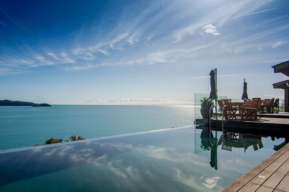 Luxury-Accommodation-New-Zealand-Split-Apple-Retreat-Infinity-Pool-and-Terrace_1.jpg