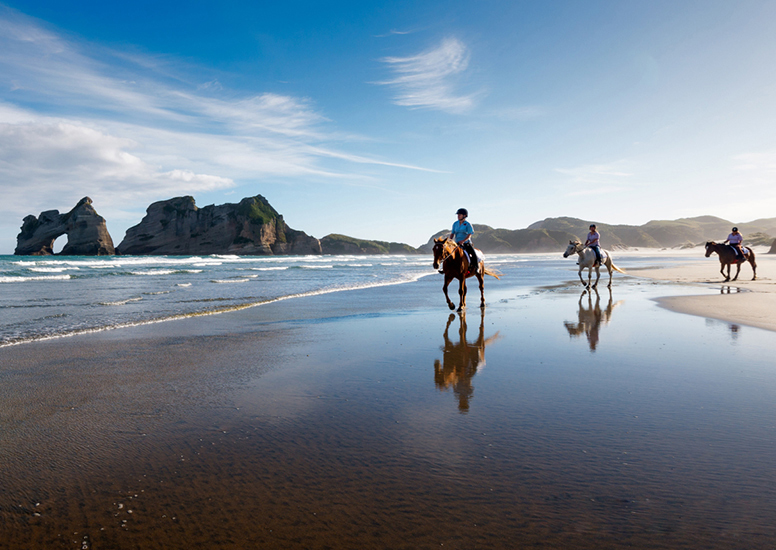ride along the Wharariki Beach
