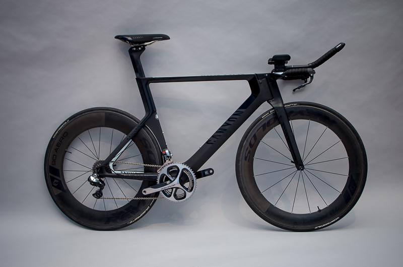 """Triathlonrad """"Speedmax CF 9.0 Pro Tri"""", Design: Canyon Design Team + Artefakt Industriekultur, Hersteller: Canyon Bicycles, 2015, Foto: Sarah Seefried, (c) SKD"""