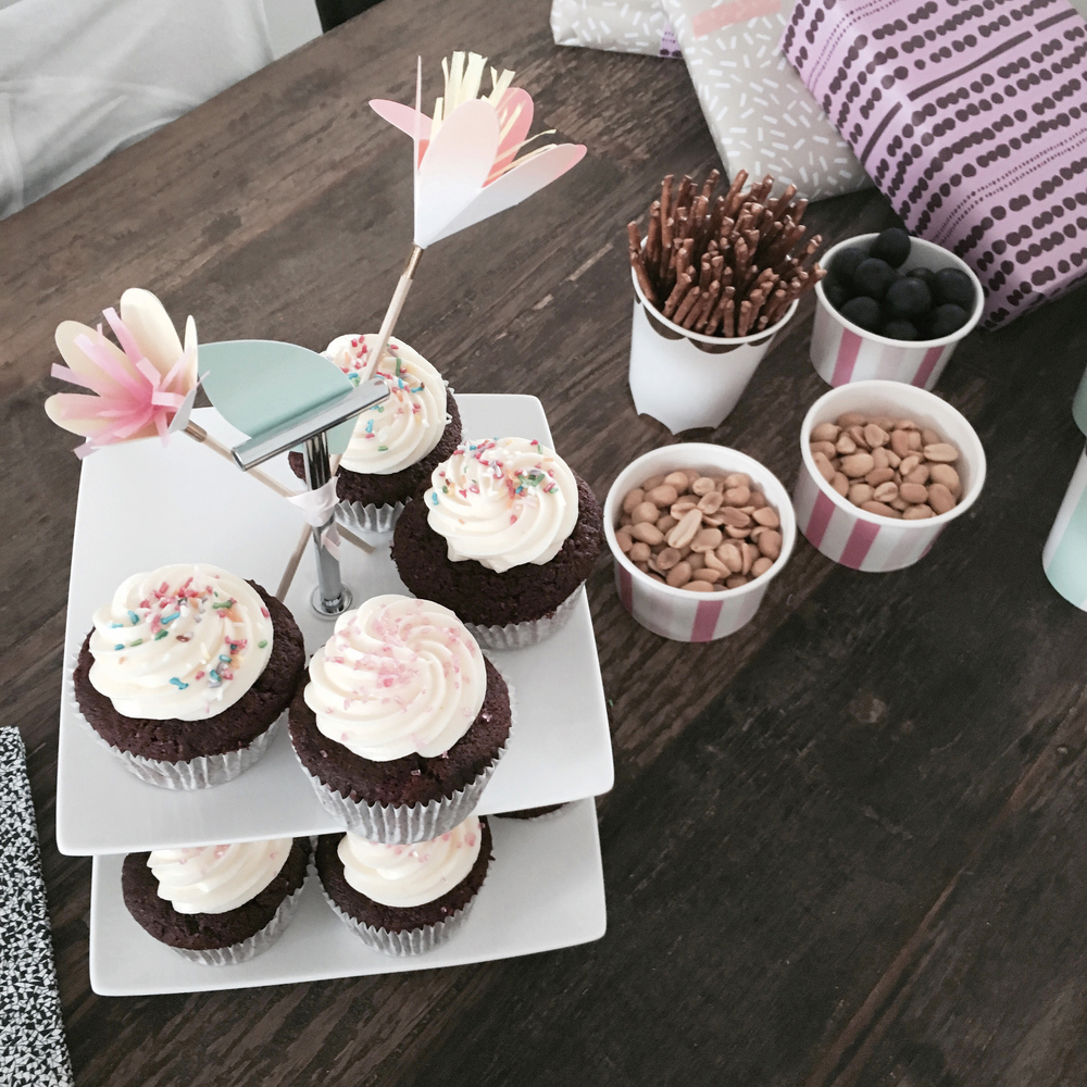 babyshower cupcakes.JPG