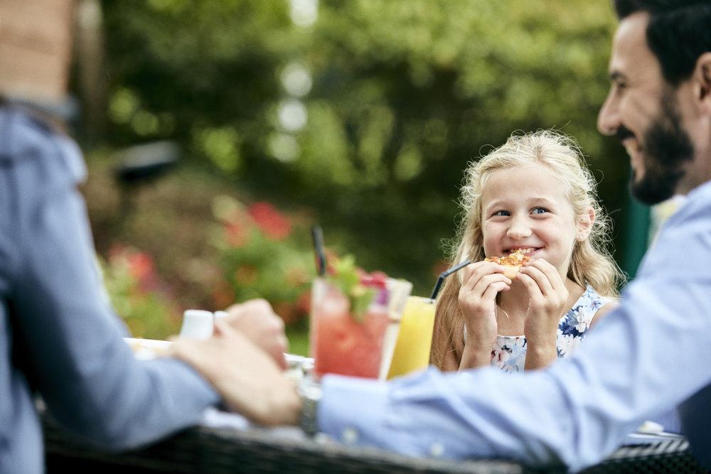 CM_FAMILY_DINING_026.jpg