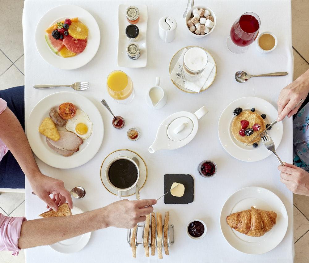CM_FAMILY_DINING_032.jpg