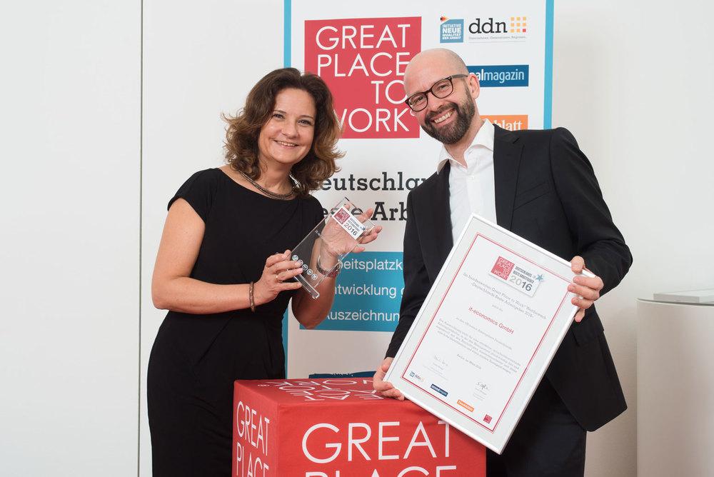 Petra Ozimek-Zimmermann und Torsten Klein bei der Award-Verleihung in Berlin
