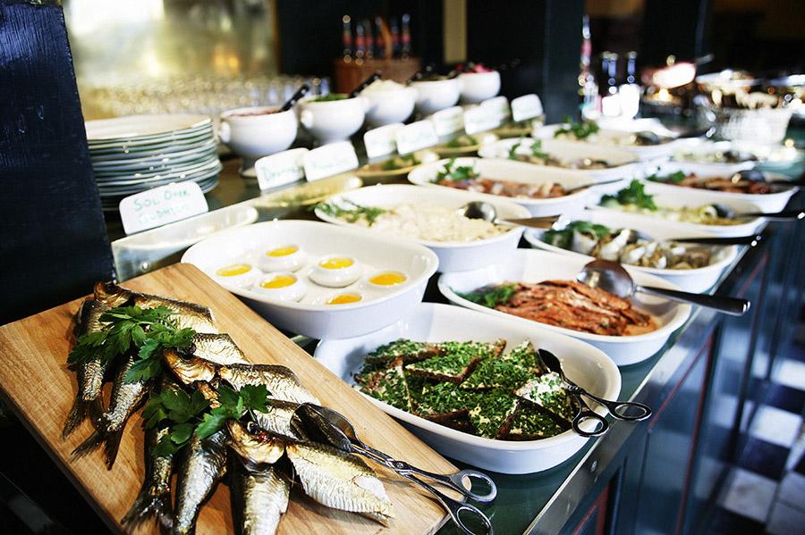 Nyhavns-faergekro-big-herring-buffet-speciality-nyhavn-restaurant-copenhagen