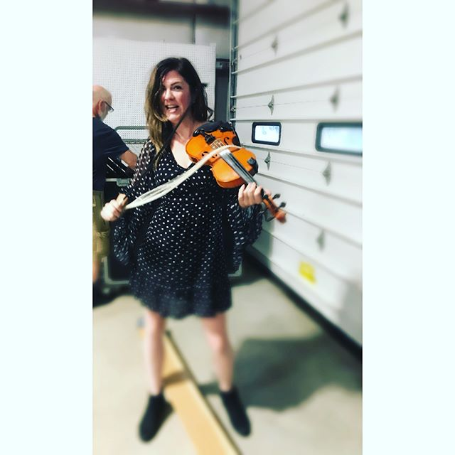 Using a handful of linguini to bow. 😃 #brokenbow #fiddle #violin #explodingbow #columbusindiana #livemusic #tour #canadianmusic #searsonmusic #celtic #midwest