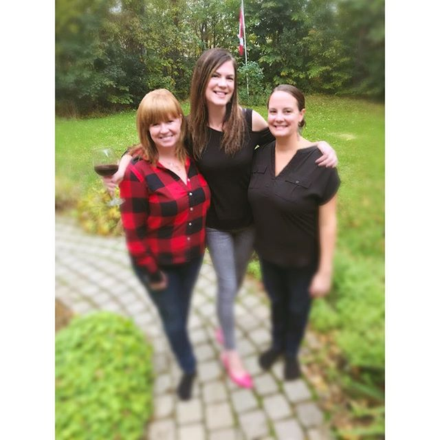 One tall turkey in between two short turkeys. Happy Thanksgiving from ALL of The Searson Sisters! #searsonmusic #ottawavalley #ottawavalleystepdancing #sisterband #livemusic #fiddle #redhead #gingerham #sisters #threebetterthantwo #canada #thanksgiving #turkey #canadianthanksgiving #ithappenshere
