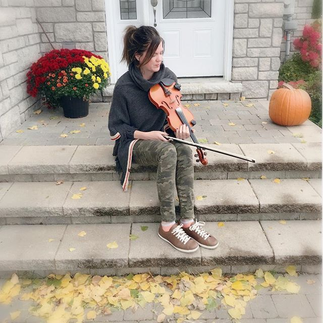 Looks like the last day to rehearse outside. Such a bittersweet time of year! #autumn #favouritetimeofyear #fiddle #violin #searsonmusic #canadian #fall #rootsmodel