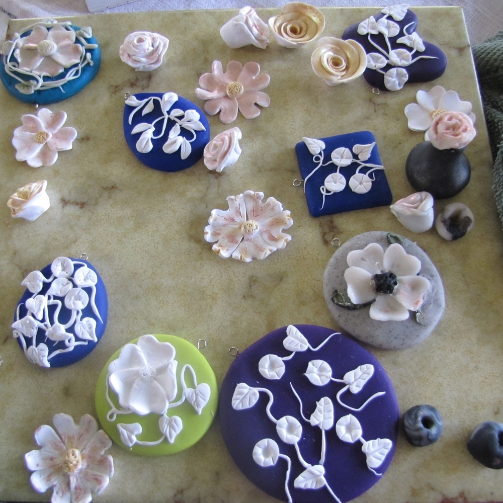 Micro-sculpting polymer clay flowers