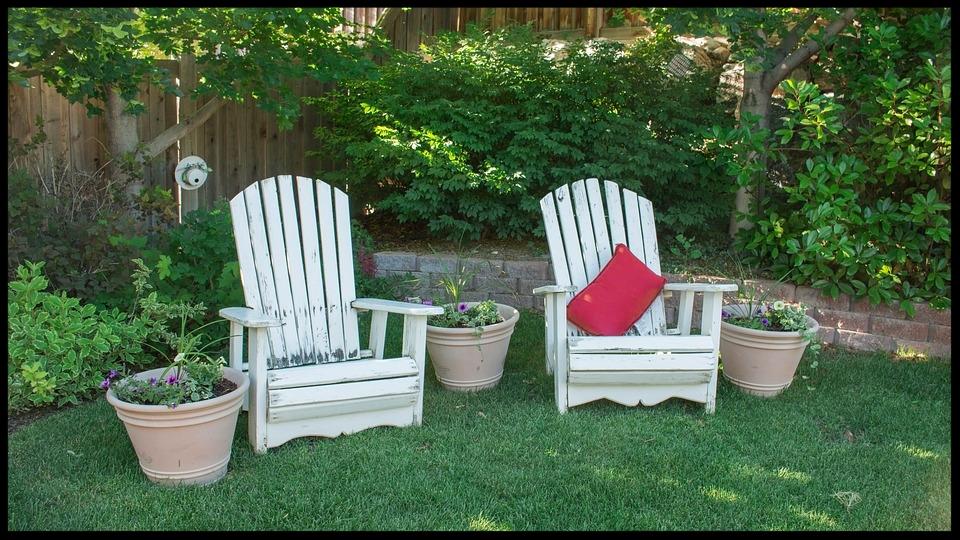 backyard-1474128_960_720.jpg