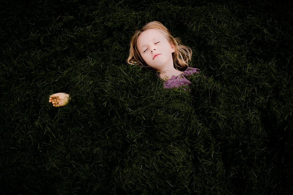 oliviaandthegrass_web.jpg