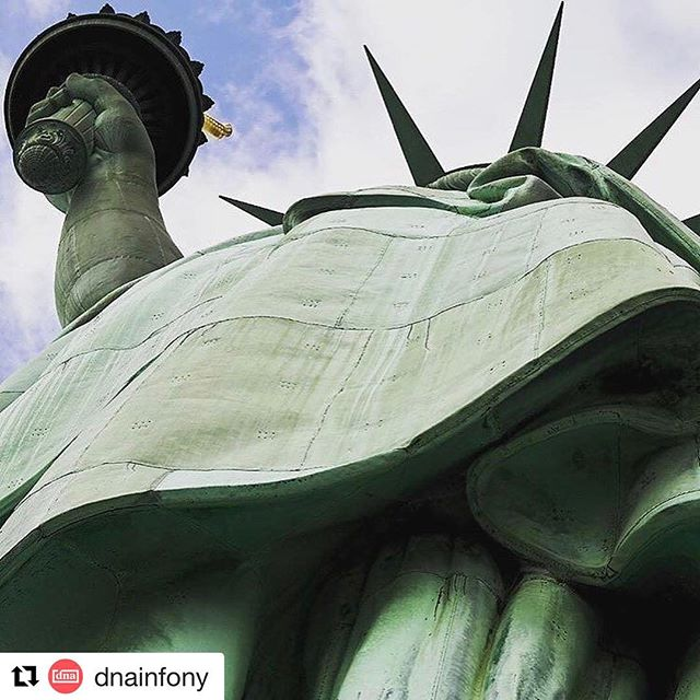 Happy Friday! We leave you with a great fun fact! #Repost @dnainfony with @repostapp ・・・ More than 4.5 million people visited the Statue of Liberty and Ellis Island last year — the highest total in history🗽(via @downtownnyc)