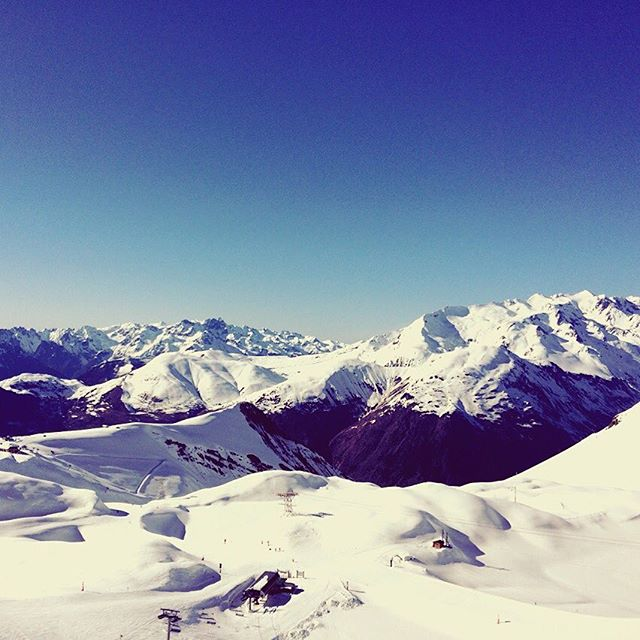 Nice #weekend 💗❄️☀️ #snowmind #touroperator #winter #snow #free #freestyle  #photography #instamountain #montagne #mountain #instagram #nature #travel #traveller #word #france #auvergnerhonesalpes #isere #les2alpes