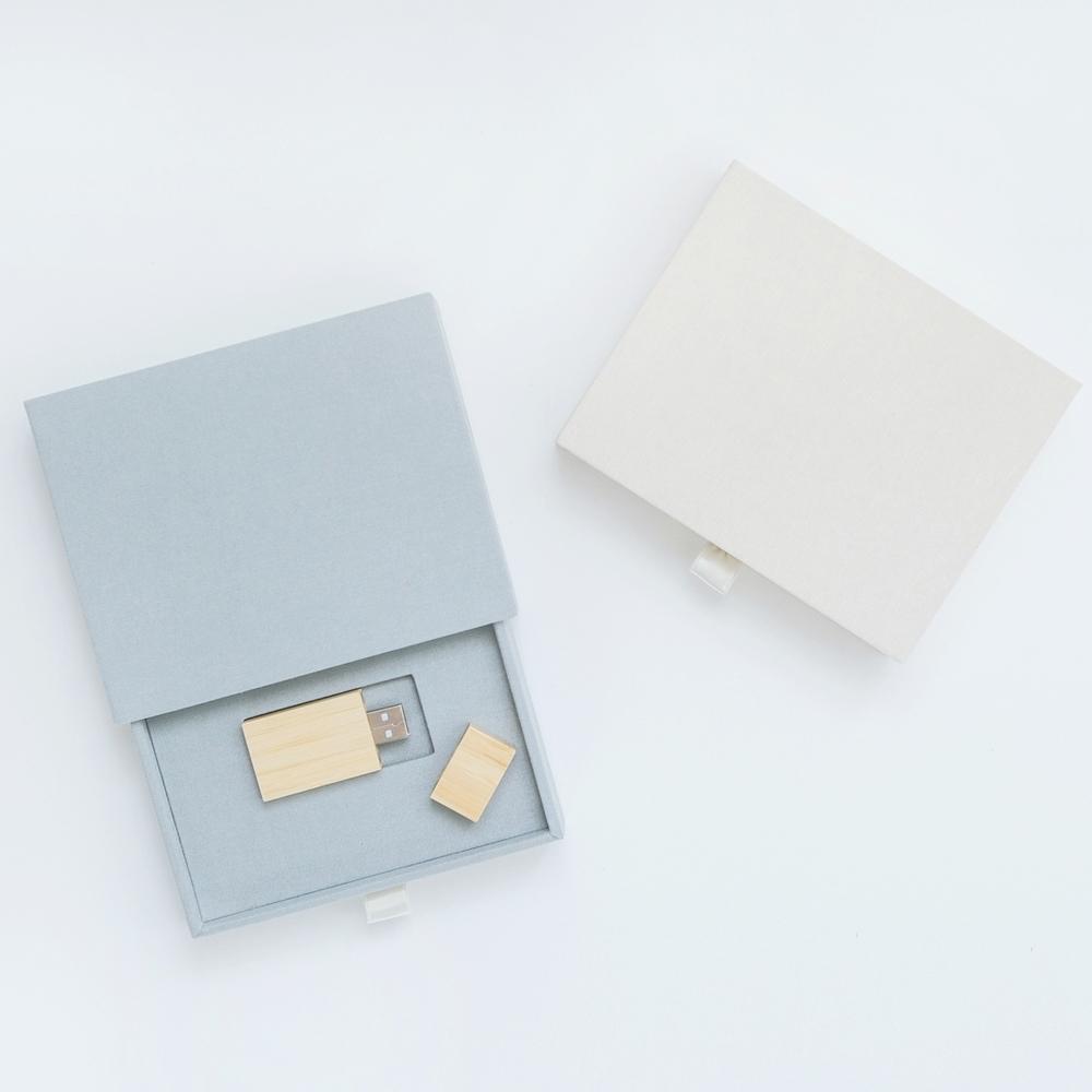 USB-presentation-silver-oyster.JPG