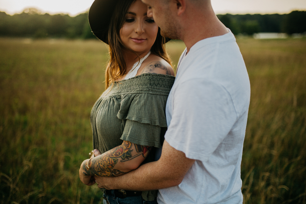 Emily + Jacob Photography | A Modern-Folk Sunset Romance | Memphis Tennessee Wedding Photograger | memphis-tennessee-wedding-photographer-modern-folk-bohemian-sunset-romantic-engagement-session-shelby-farms-park-rustyandmaury