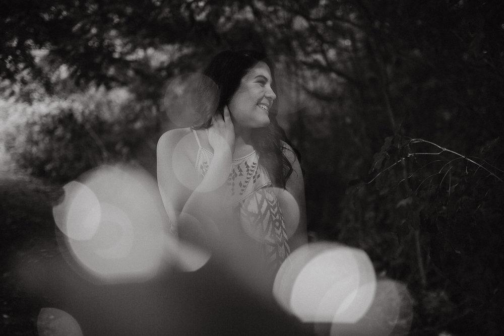 The Hatches | Senior Portrait Photographer | Memphis Tennessee Wedding Photographer | memphis-tennessee-senior-portrait-lifestyle-photographer-unique-nature-creative-poses